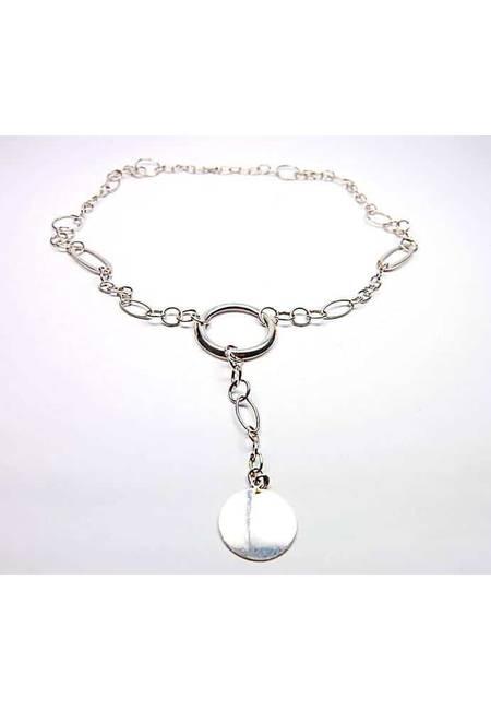 Сребърно колие от бяло сребро с различни по размер халки и висулка - медальон